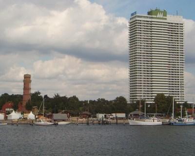 Travemünde - alter Leuchtturm und Hotel Maritim