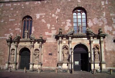 Eingang der St.Petrikirche