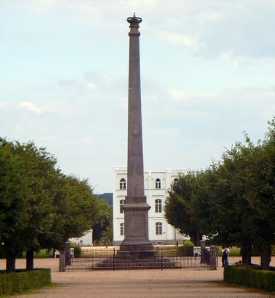 Obelisk auf Circus in Putbus