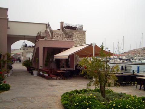 Promenade rund um den Hafen Cesme