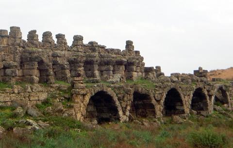 Stadtmauer / Aquädukt - Side
