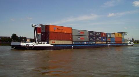 Berufsschiff auf dem Rhein