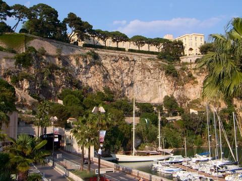 Port de Fontvieille und Fürstenpalast in Monaco