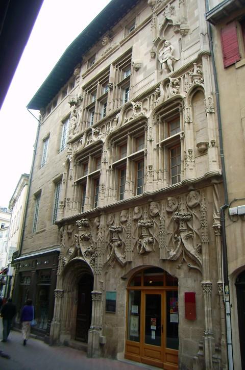 Valence - Haus der Köpfe