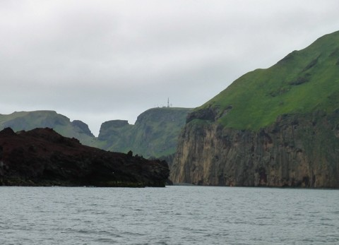 Westmännerinsel Heimaey Hafeneinfahrt hinter Lavazunge