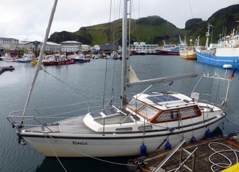 Tongji im Hafen der Westmännerinsel Heimaey