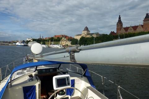 Stettin - Tongji mit gelegtem Mast