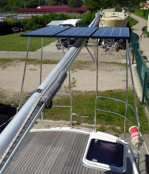 Geräteträger mit Solarmodulen