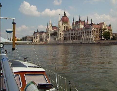 Tongji auf der Donau in Budapest